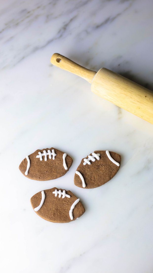chocolatefootballcookies1